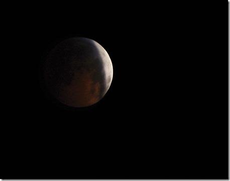 Eclipsed moon 12-21-2010 c